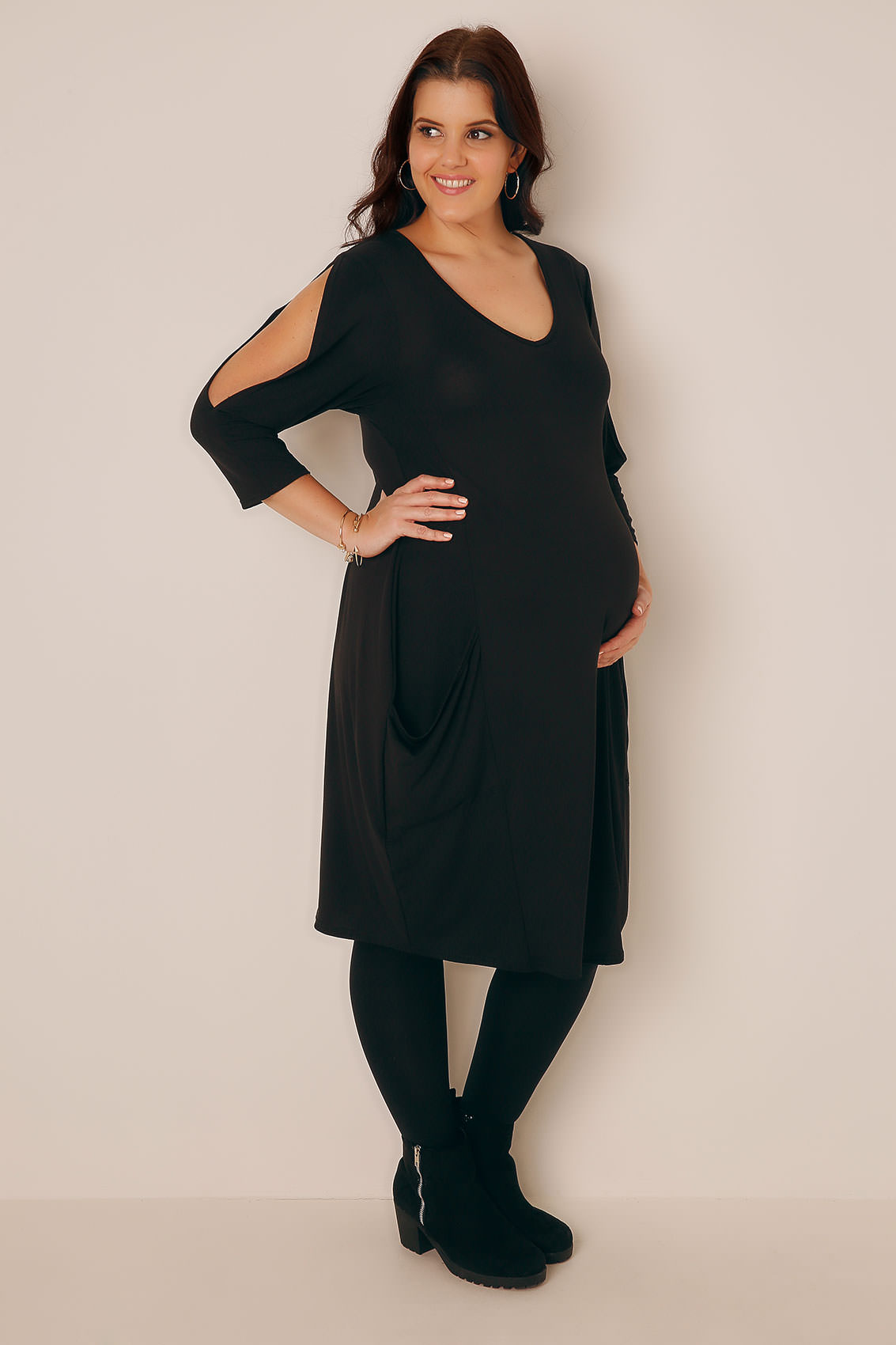 Plus Size Maternity Dresses & Clothes Your pregnancy wardrobe should consist of pieces that look great on your ever-changing figure. Explore our selection of plus size maternity dresses and clothing for the mom-to-be.