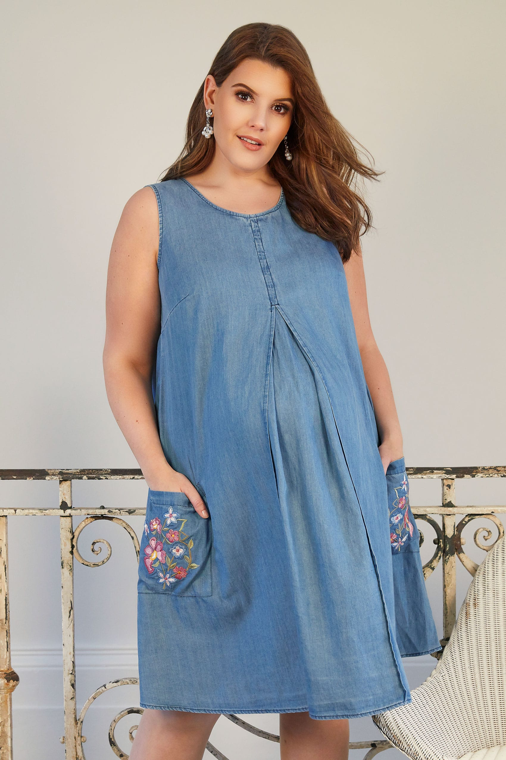 bump it maternity robe bleu chambray avec broderie fleurs taille 44 60. Black Bedroom Furniture Sets. Home Design Ideas