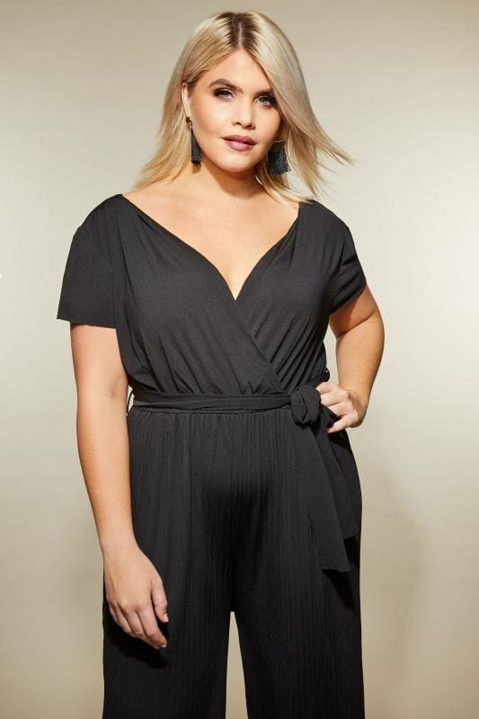 AX PARIS CURVE Black Pleated Jumpsuit With Cap Sleeves