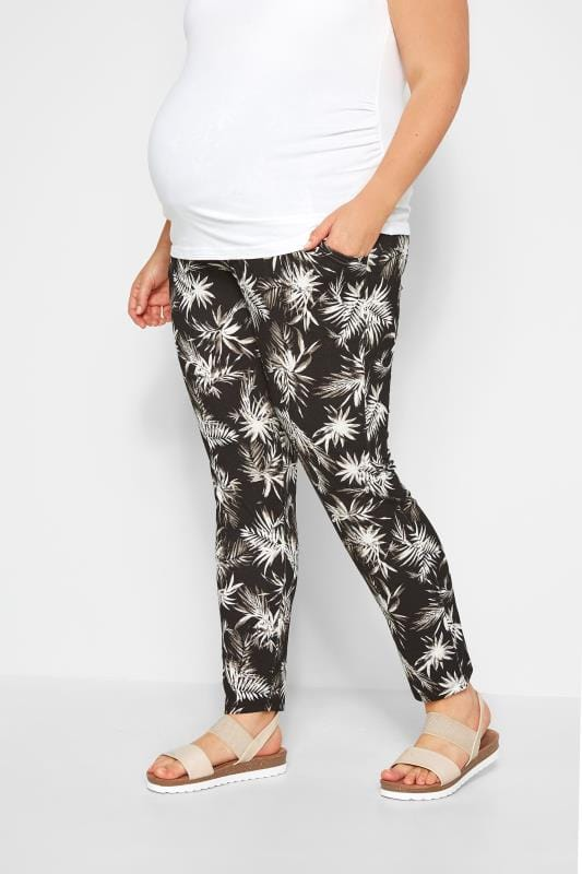 Pantalon de grossesse Grande Taille BUMP IT UP MATERNITY - Pantalon Fluide Noir Imprimé Tropical