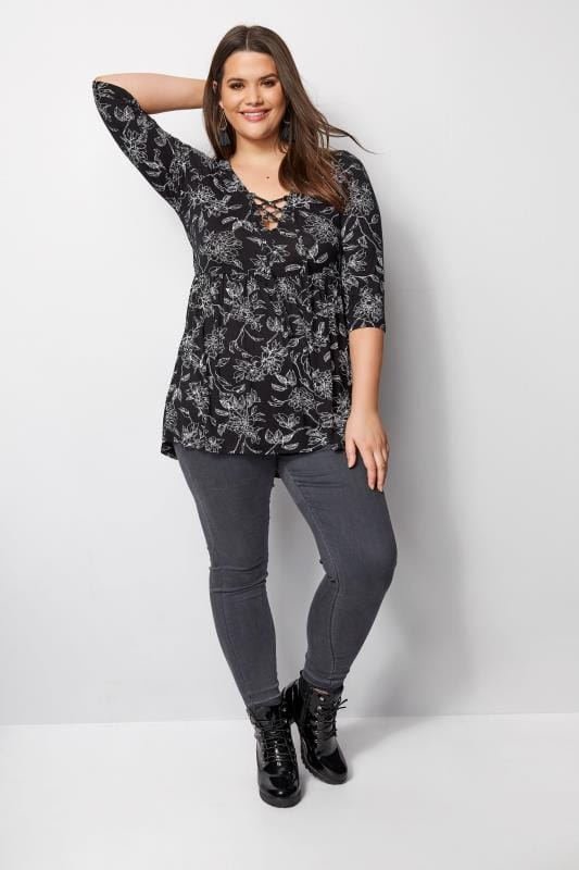 Topy dżersejowe dla puszystych Black & White Floral Top With Lattice Neck
