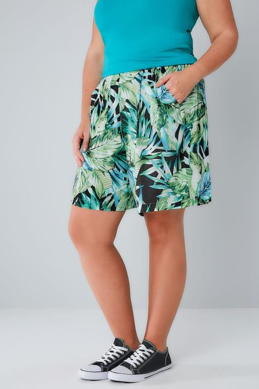 Plus Size Fashion Shorts Green & Black Tropical Palm Print Flat Front Shorts With Pockets