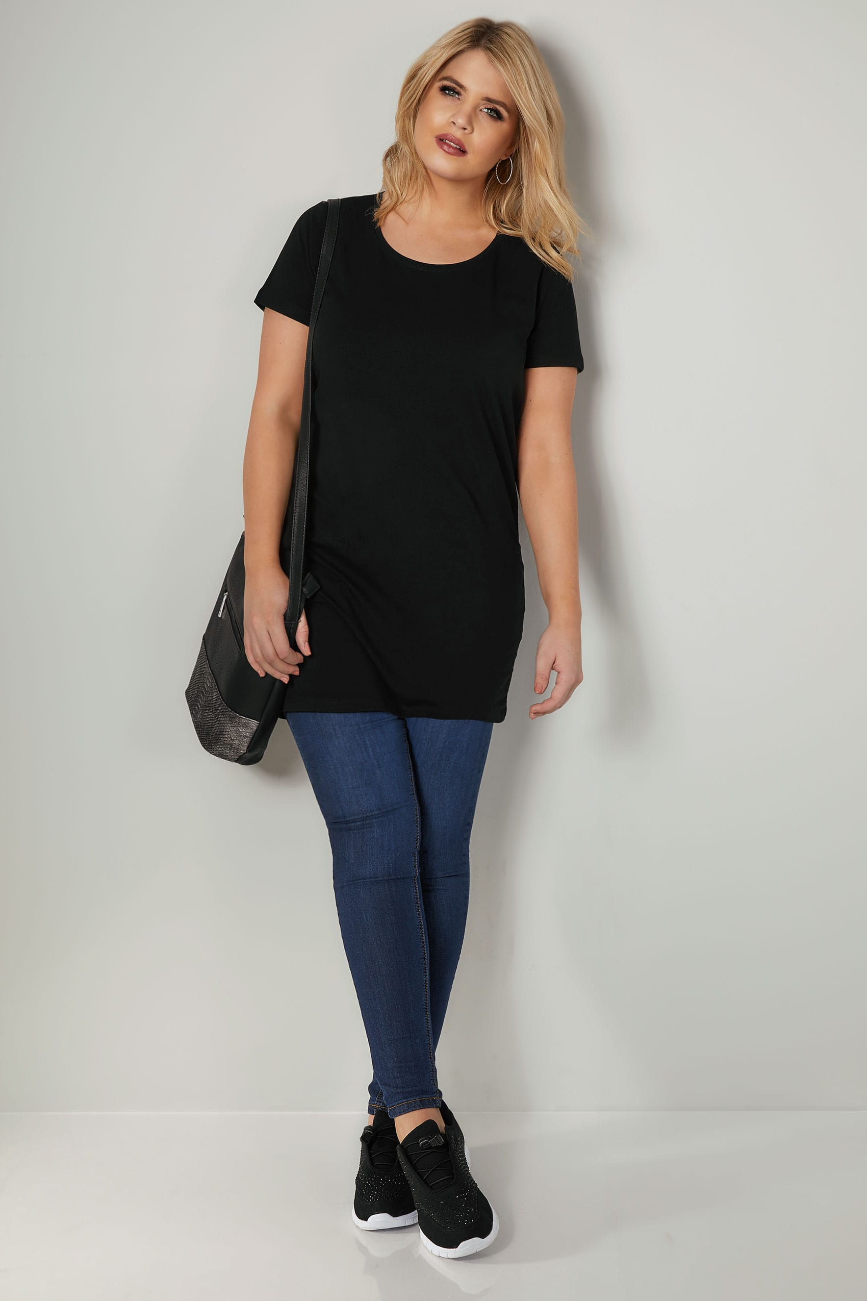 black longline t shirt with scooped neck plus size 16 to 36. Black Bedroom Furniture Sets. Home Design Ideas