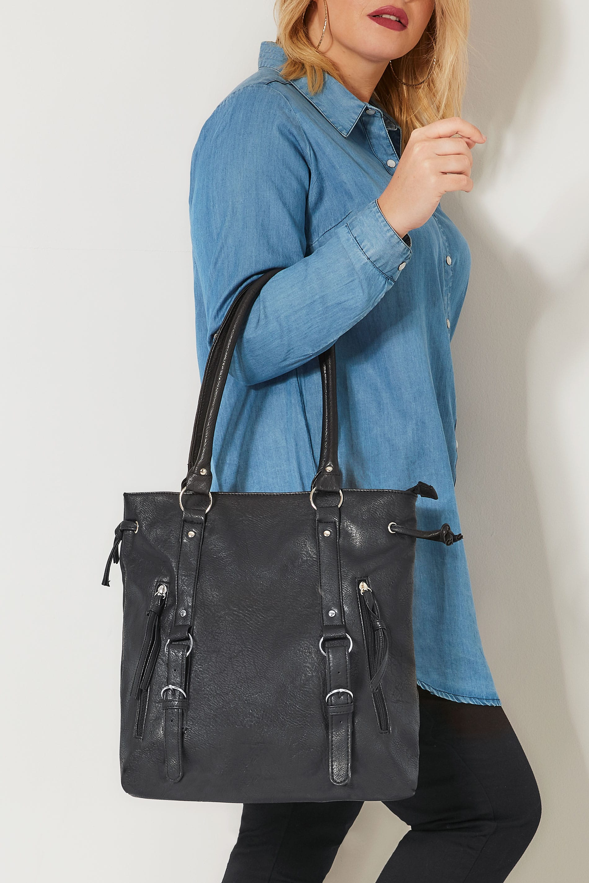Black Shoulder Bag With Zip Detail