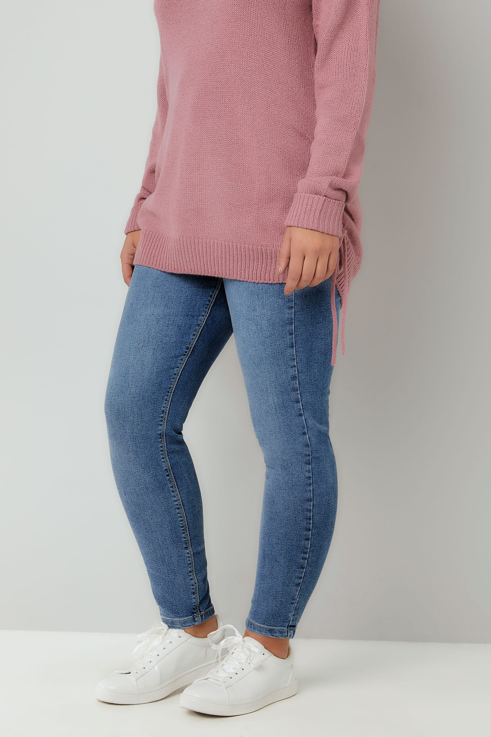 Get all kind of Brazilian women butt lifting jeans that lift your bottom. With these jeans leggings you can improve your curves and lift your butt.