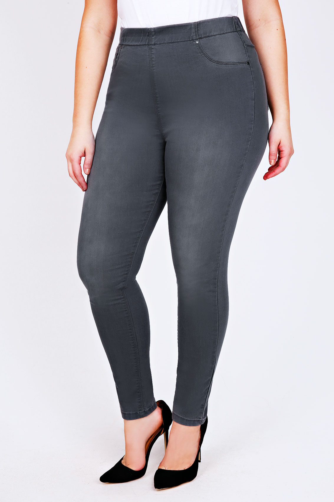 Jeggings / ˈ dʒ ɛ ɡ ɪ ŋ z / are leggings that are made to look like skin-tight denim jeans. The word is a portmanteau of the words jeans and leggings.