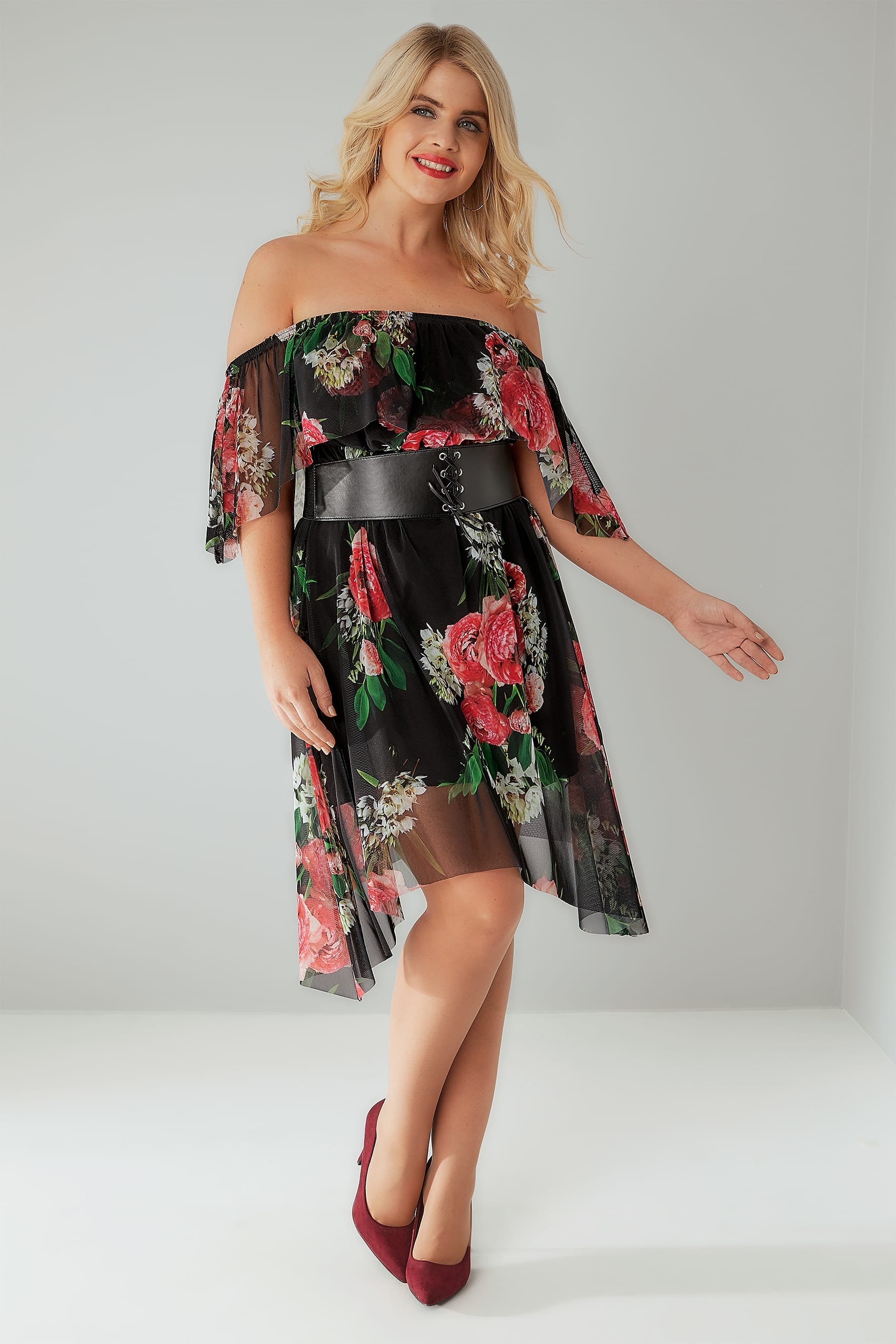 Plus Size Clothing Curve Our Curve collection is thoughtfully designed for curvy figures in sizes 18 to 32 and is brimming with trend-led pieces, like pretty shirts with no-peep buttons, lightweight linen trousers and silky kimono cover-ups.