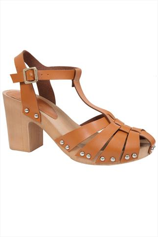 Tan Strap Block Heel Sandal With Wooden Effect Sole In E Fit