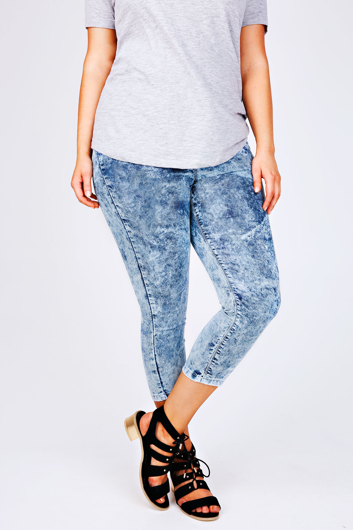 Fit & Fashion Notes: These jegging crops are made with extra stretch in the waistband and across the legs making them super comfortable for everyday casual wear. Wear with a longline vest and trainers for an active weekend look.