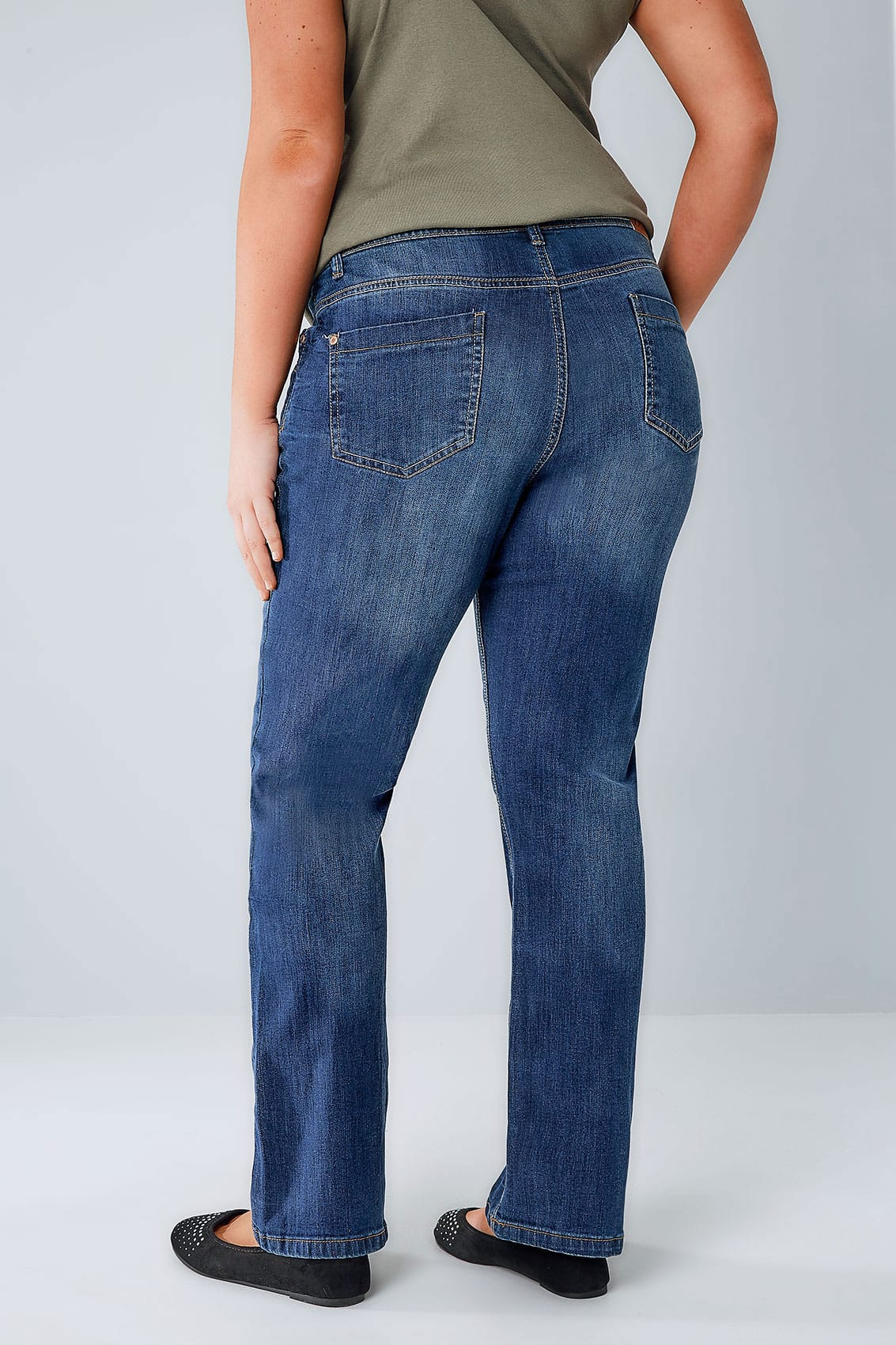 Shop all women's straight leg jeans for women! Your favorite new pair of jeans is at Express!