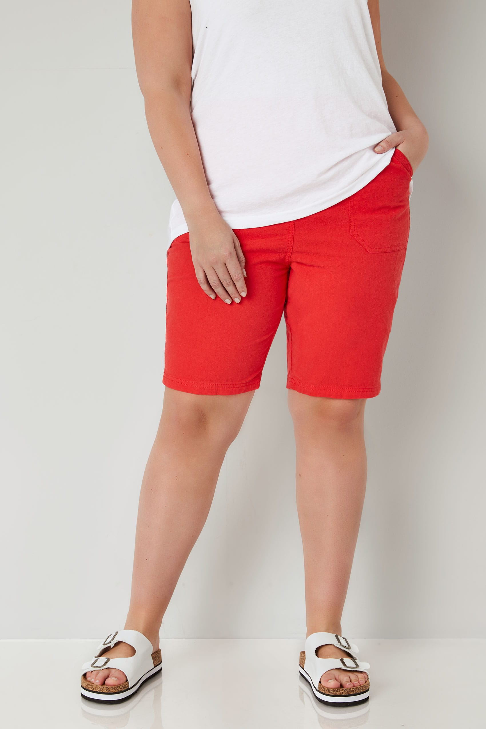 Short rouge en coton enfiler taille 44 64 - Background image of div ...