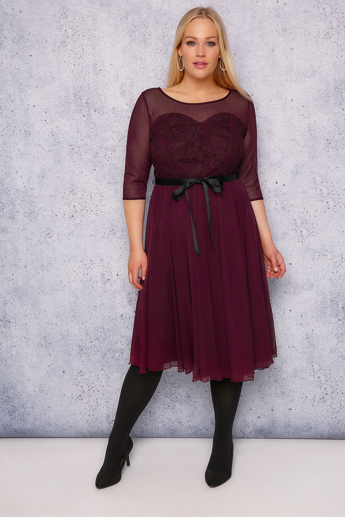 Like misses' sizes, the sizes may be given as a dress size based on the bust measurement, but they are usually given as even-numbered sizes from 18 up. Categorical sizes usually range from 1X (similar to extra-large, but with slightly different proportions compared to the misses' size) up.