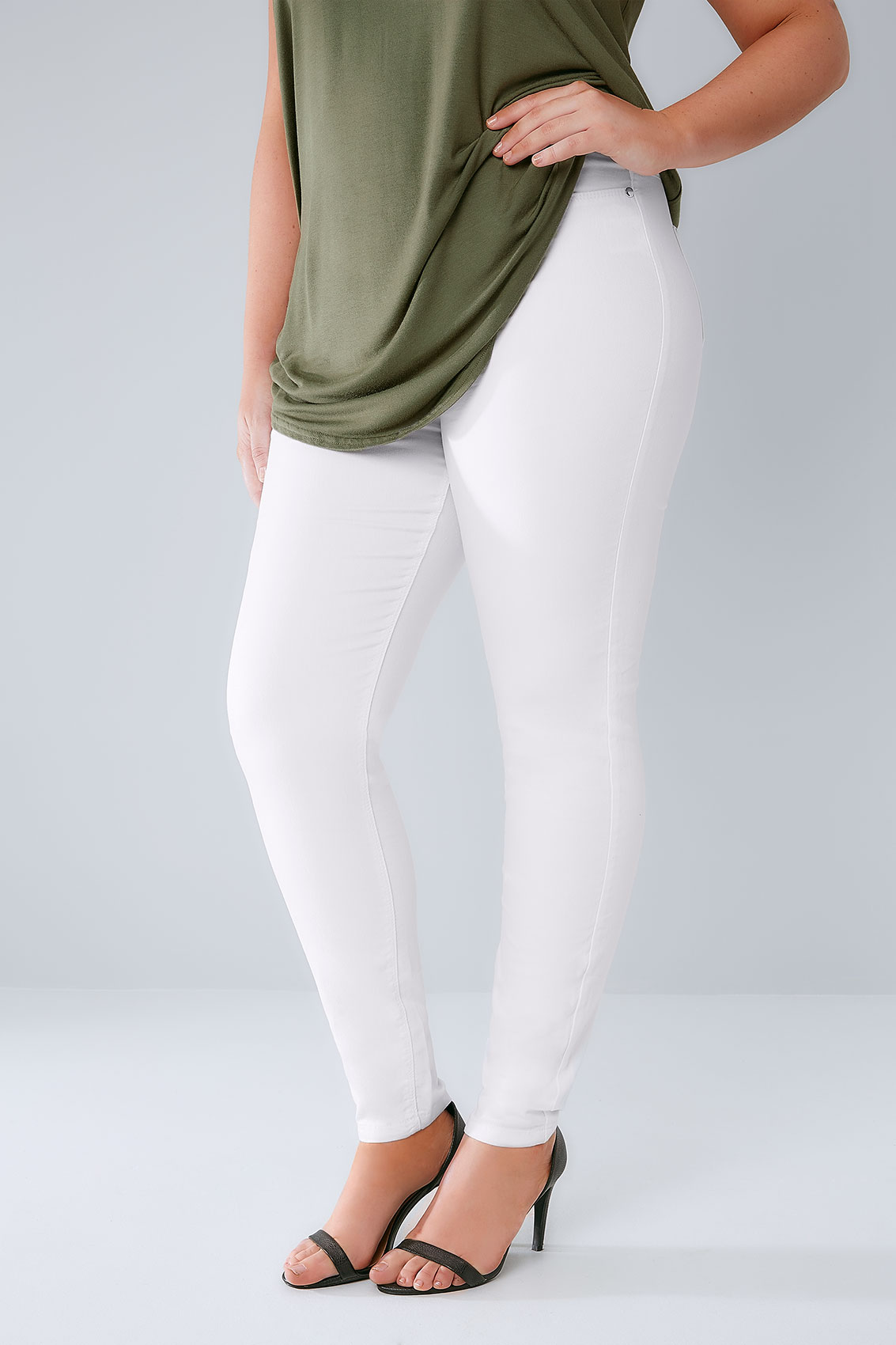 KanCan USA offers High stretch,denim jeans for modern woman,we have a vast variety of women's skinny jeans, boyfriend relaxed jeans, bootcut jeans and much more.