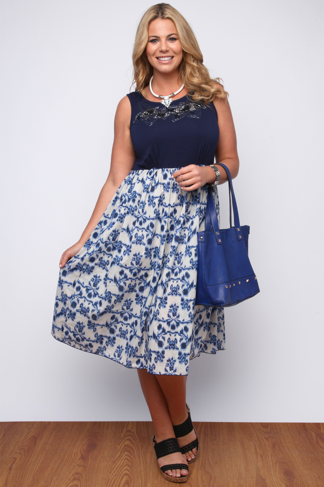 Navy and white floral printed summer midi dress plus size 161820 navy and white floral printed summer midi dress izmirmasajfo